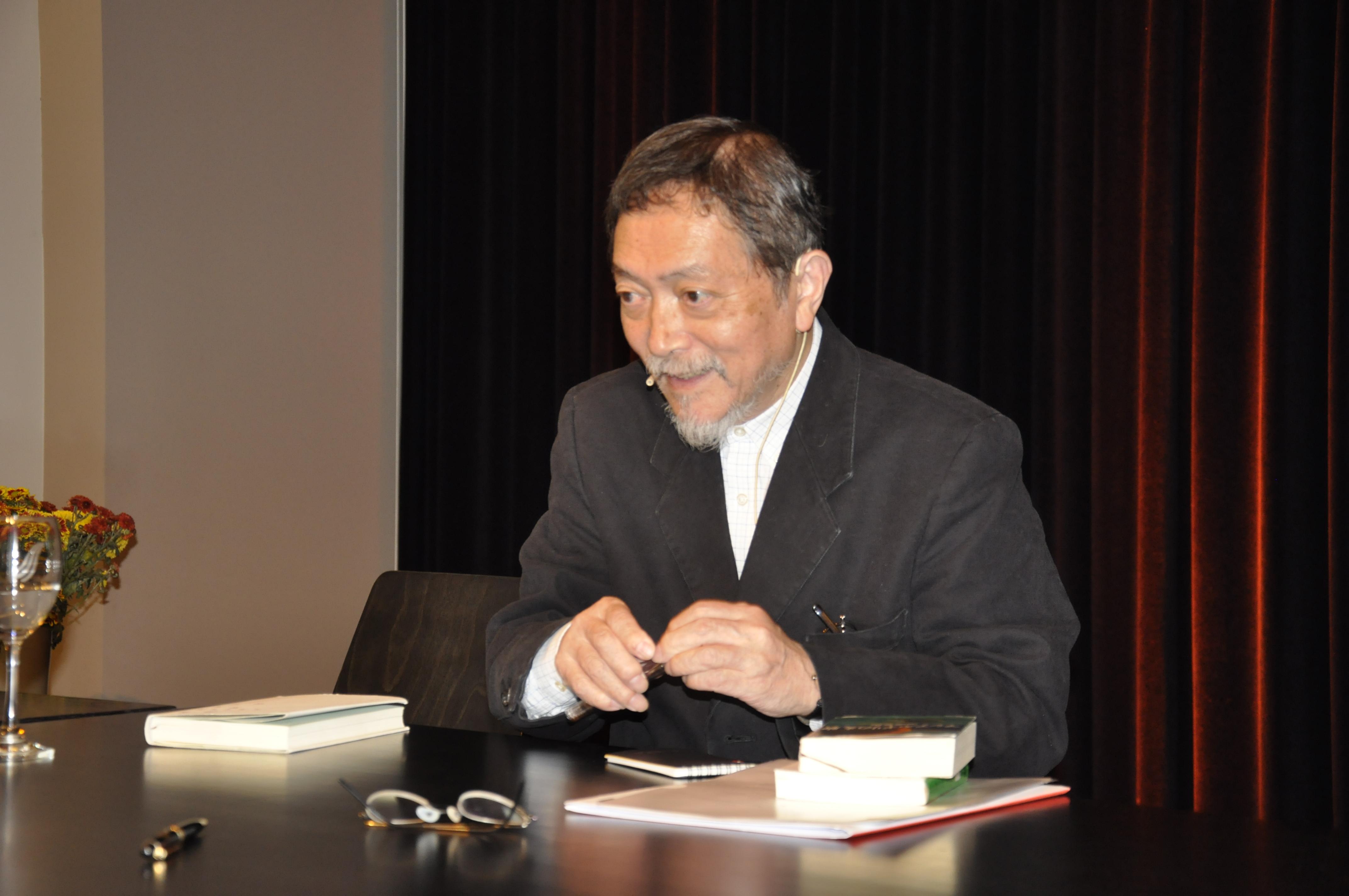 Natsuki Ikezawa beim Signieren am 29.10.2014