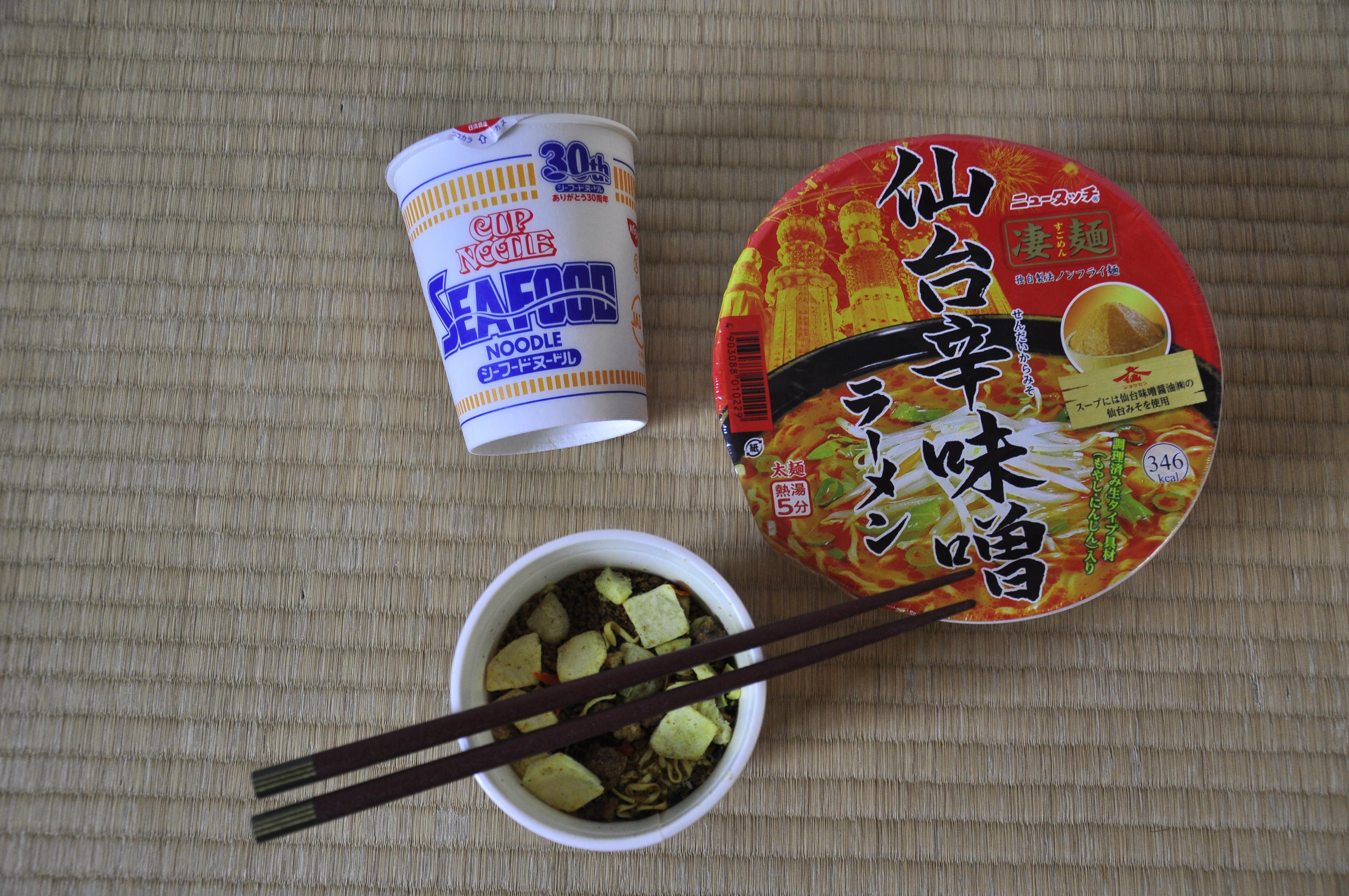 Cup Noodels aus Japan auf Tatami