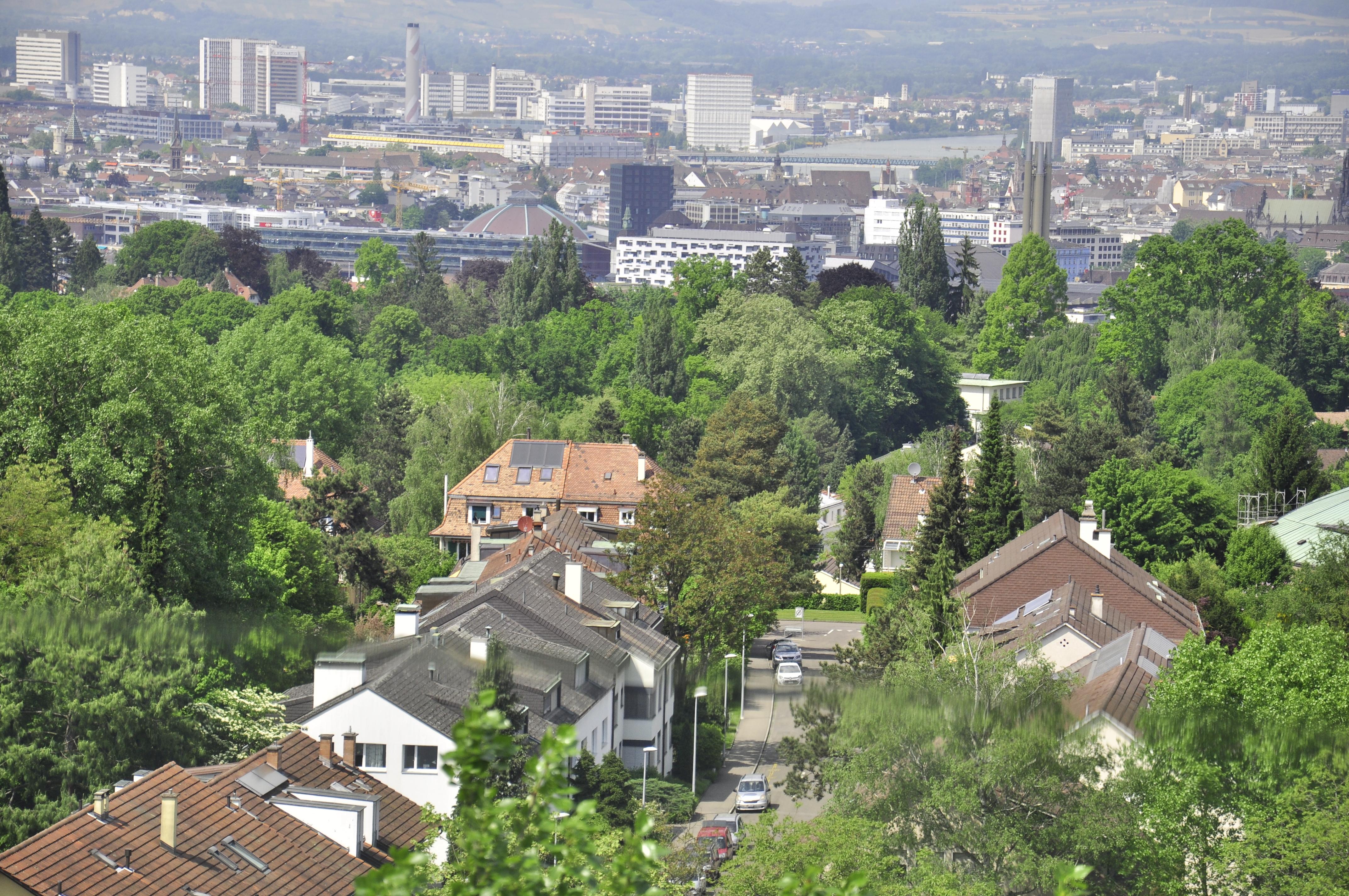 Aussicht vom Wasserturm auf dem Bruderholz auf die Stadt Basel.